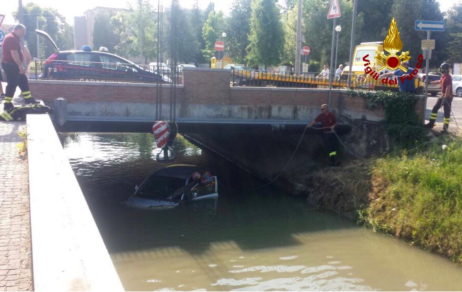 terrazzo-auto-fiume-4