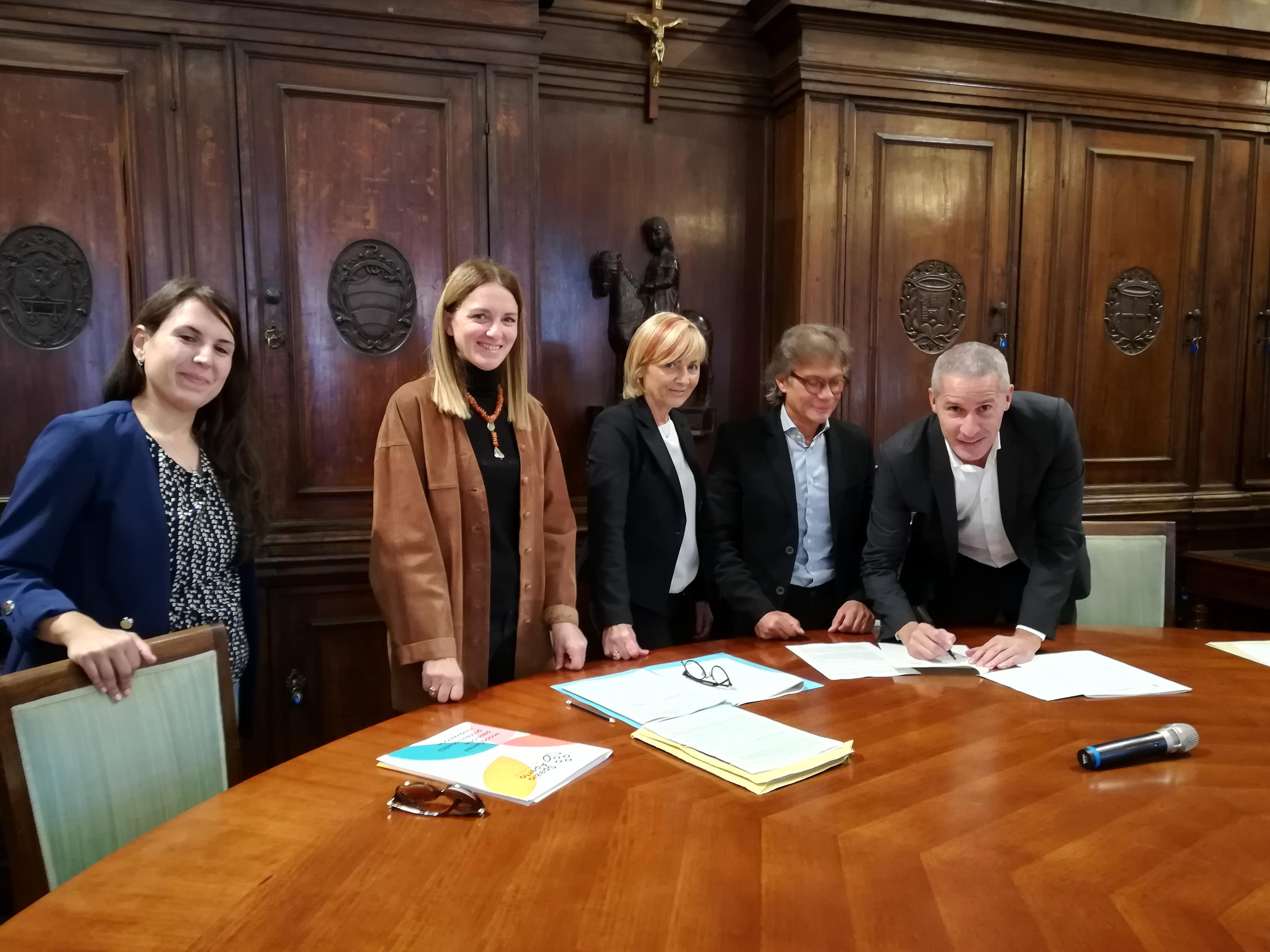 firma patto di sussidiarietà-2
