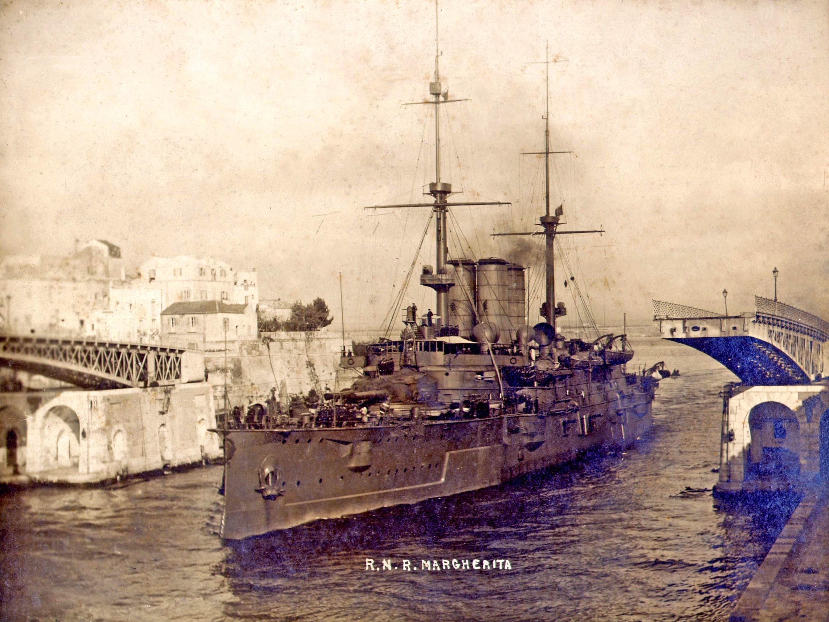 1_1912_Regina_Margherita_foto_studio_Cimpincio_Taranto-2