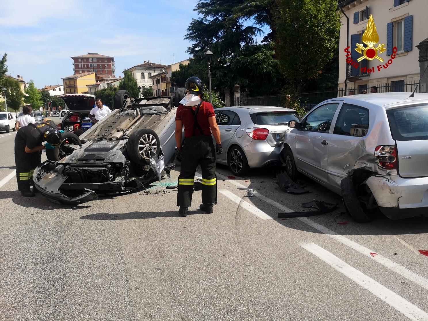 carambola-incidente-stradale-via-xx-settembre-san-martino-buon-albergo-4-2