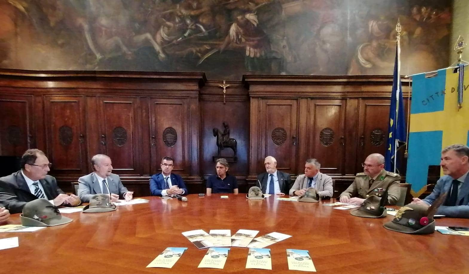 Il sindaco Sboarina e l'ass. Padovani durante la presentazione-2