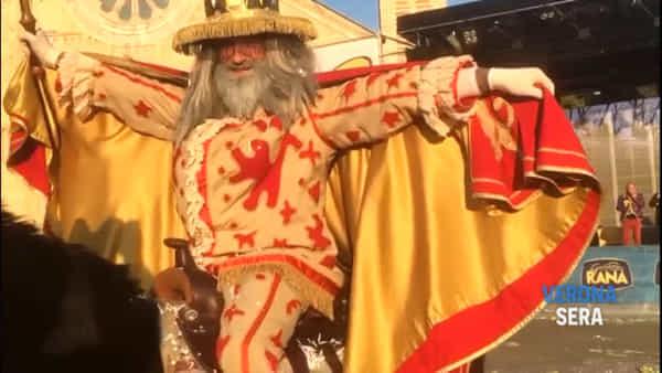 Sul palco del Villaggio di Carnevale, Jerry Calà presenta il sindaco Sboarina e Papà del Gnoco