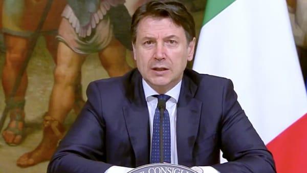 Conte firma nuovo decreto: «Misure fino al 13 aprile, convivenza col virus sarà la fase 2»