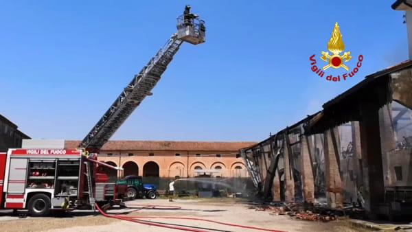 Incendio a Belfiore, distrutto capannone ma salvata la vicina abitazione