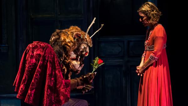 """""""La Bella e la Bestia""""di Stivalaccio Teatro in scena alla Fucina Culturale Machiavelli"""