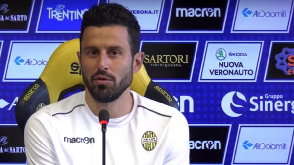 Mister Fabio Grosso durante la conferenza stampa prima della trasferta di Benevento - ph frame video HellasVerona.it