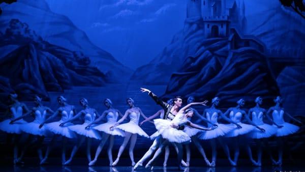 """Danza classica al Teatro Nuovo per il Capodanno con """"Il lago dei cigni"""""""
