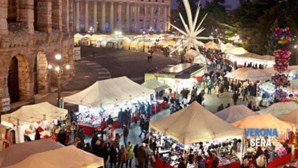 In Piazza Bra e via Roma oltre 260 banchetti per la Fiera di Santa Lucia