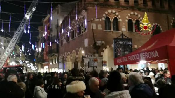 I vigili del fuoco rendono omaggio alla Madonna della Domus Mercatorum