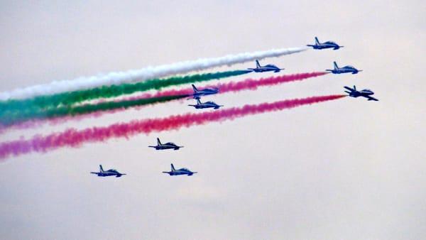In 100mila nel Basso Garda, tutti a vedere l'air show delle Frecce Tricolori