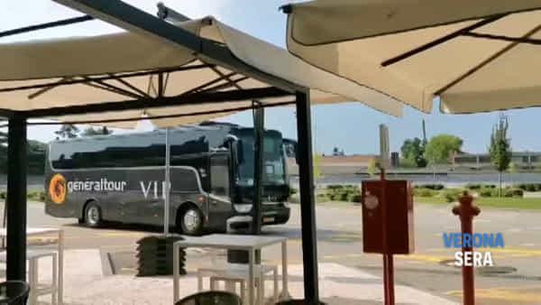 Dopo il lockdown, arriva il primo pullman di turisti al Parcheggio Centro di Verona