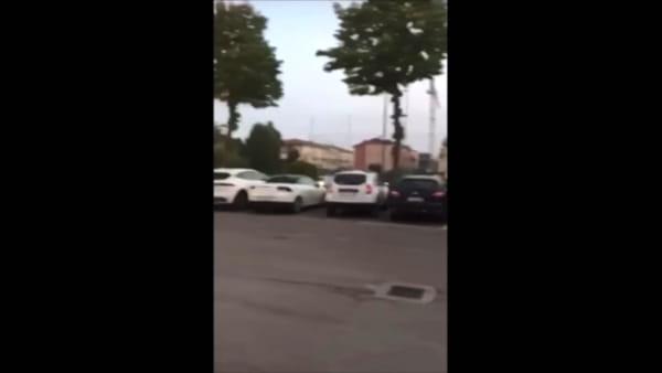 Il video incredibile dell'incidente nel parcheggio di Pescantina