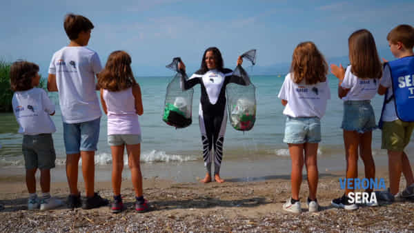 L'olimpionica Brignone e Gardaland Sea Life insieme per la pulizia del lago