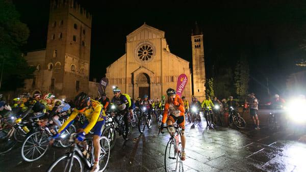 """""""Bike Night"""", la festa della bici di notte da Verona fin sulle sponde del lago di Garda"""
