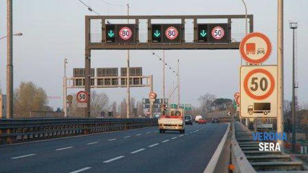 Verona, tangenziale sud: lo svincolo per la A4 di via ...