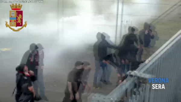 Guerriglia dopo Hellas-Foggia: denunce e Daspo per 26 pugliesi e un veronese