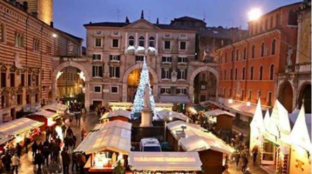 Immagini Di Mercatini Di Natale.Cancellati I Mercatini Di Natale 2020 A Verona A Causa Del Coronavirus