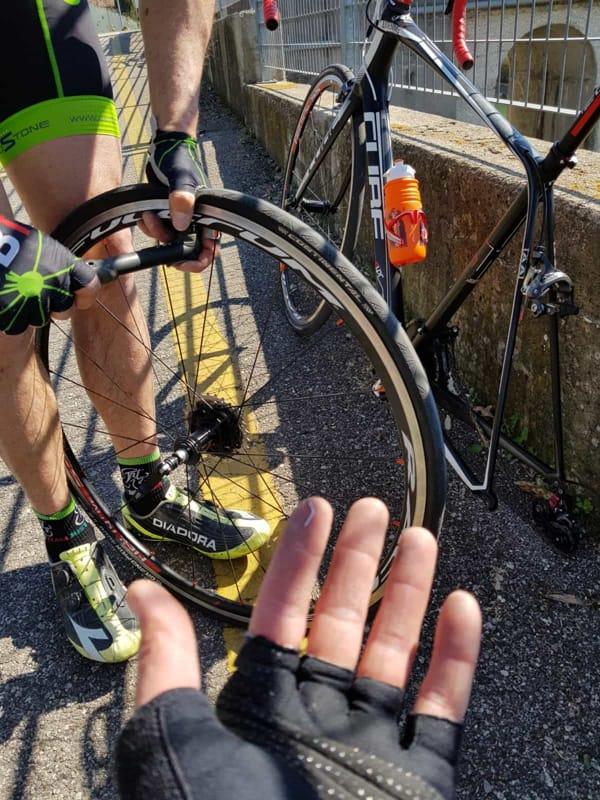 bici chiodi pista ciclabile foto facebook loris bargaglia